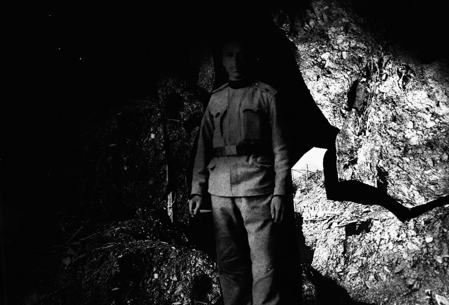 """Oce V Uniformi : """"Meu pai em uniforme de soldado austro-hungaro. Foi prisioneiro de guerra pelos russos, na Ucrânia. Eu o perdi quando tinha 7 anos. Eu digo que vi meu pai depois de sua morte porque eu vi esta foto. Mais tarde, mesmo cego, eu ainda o via."""""""