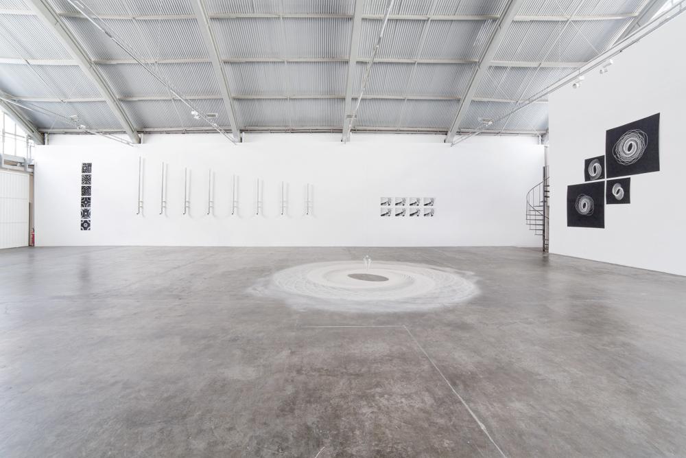 """Exposição """"Ordem"""", de Felippe Moraes. Baró Galeria, 2014. Fotografia: Filipe Berndt."""