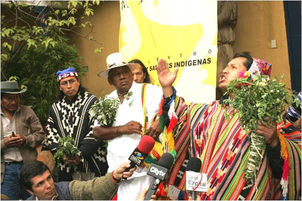 Performance de sabiduría indígena ante las cámaras